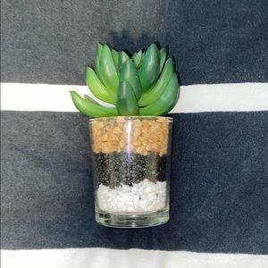 Room decor small plant (fake)